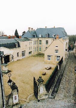 Le Musée-Hôtel Bertrand vu de la place Saint-Martial