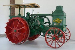 Ce Rumely OilPull G 20-40 de 1922 a été entièrement restauré par l'atelier de restauration du Compa.